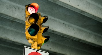 Engineer Fined for Criticizing Traffic Light Policy without a License