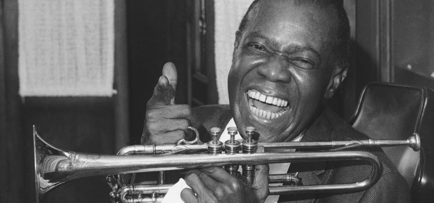 a biography of louis satchmo armstrong a jazz musician Satchmo became armstrong's nickname after his 1932 grand tour of europe a london music magazine editor wrote satchmo in an article -- probably because he could not read his garbled notes up until that time, armstrong's nickname was satchelmouth.