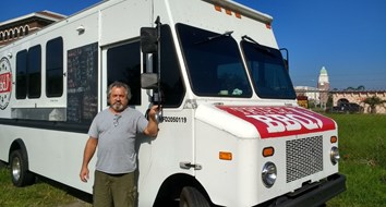 Food Truck Kicked Out of Town for Serving Hurricane Victims Without a Permit