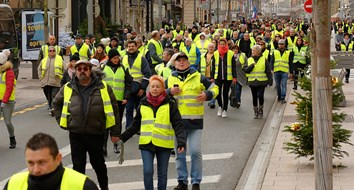 Fearing Yellow Vests, Macron Attacks French Civil Liberties
