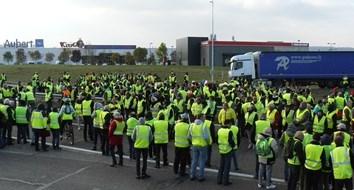 "France Activates 7,000 Troops to Quell Yellow Vest ""Terrorists"""