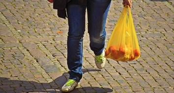 Plastic Bag Bans Won't Help the Environment, But They'll Cause More Foodborne Illnesses